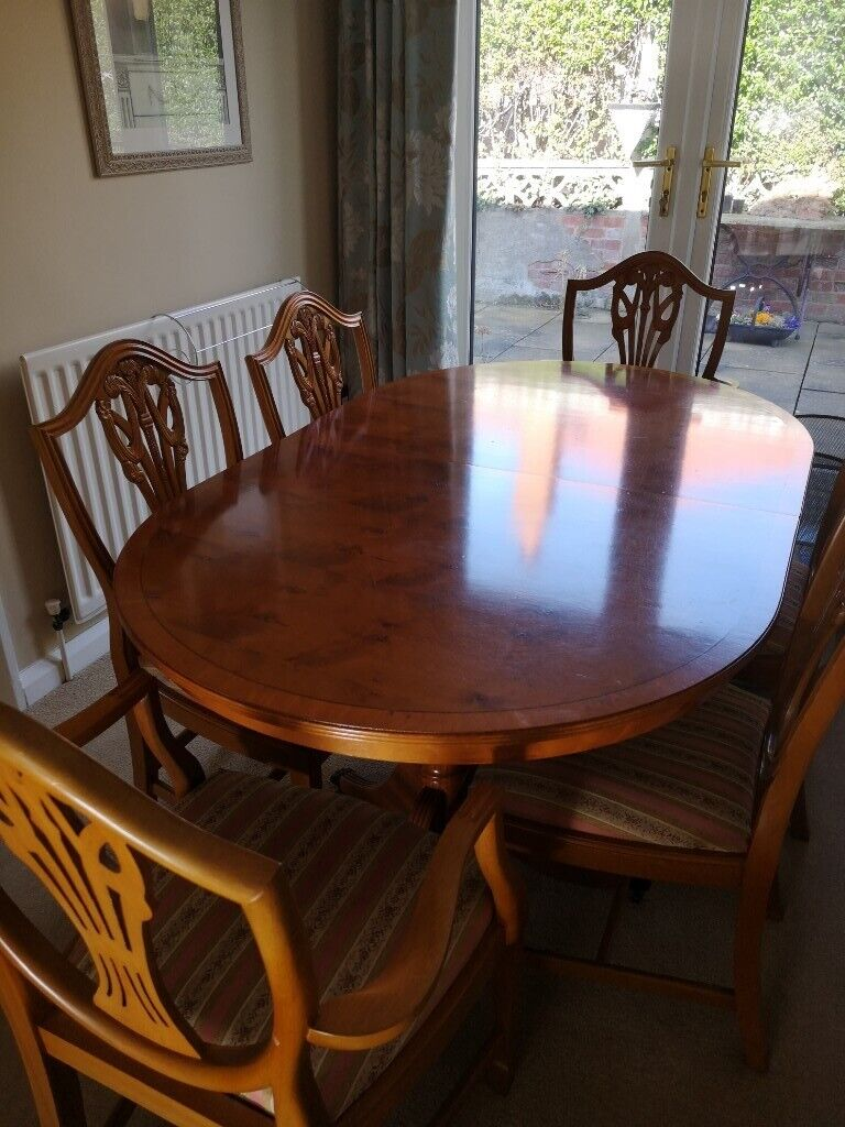 Classic Style Yew Dining Table And Chairs