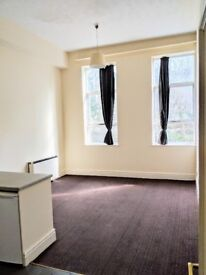 2 BEDROOM FLAT WITH PLENTY OF STORAGE SPACE - AVAILABLE NOW!