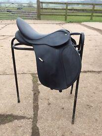 Black wintec saddle size 16.5