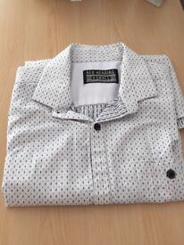 Mans Smart Casual Shirt by Red Herring. Size: XSmall. White with grey/black pattern