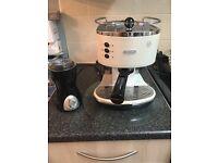 Delongi espresso/ cappuccino coffee machine