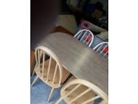 Kitchen table with 4 chairs. Very good condition.