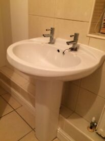Freestanding basin
