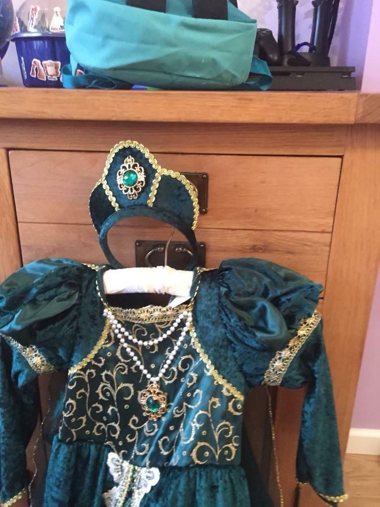 Green dressing up outfit
