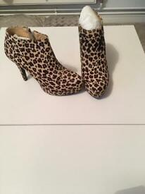 Textured leopard print shoe boot size 5