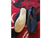 Men's slip on lightweight canvas shoes size 9