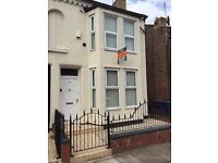 Recently refurbished 6 bedroom student house, secure side passage for bike storage, patio table