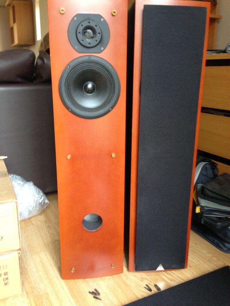 Triangle Zephyr Xs 2 Way Floor Standing Speakers In