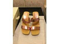 PAIR OF HIGH HEEL TWO STRAP SANDALS PINK SHIMMER / METALIC EFFECT