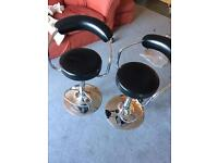 2x black bar stools