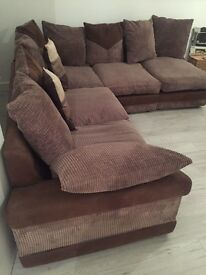 corner sofa in great condition, 1yr new.