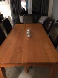 Solid oak table in great condition MUST GO