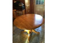 Round Extending Dining Room Table In Immaculate Condition 56 Long Extended 42
