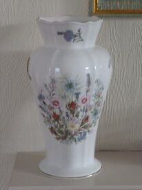 Aynsley Wild Tudor design large vase in excellent condition