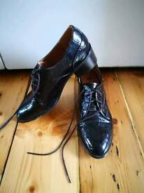 H&M faux reptile Oxford lace up size 7 shoes in burgundy/purple
