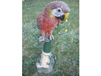 A BEAUTIFUL PARROT GARDEN ORNIMENT 17X9X5 INCHES