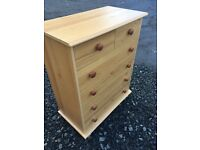 Pine veneer 6 drawer chest, 2 over 4 in good condition