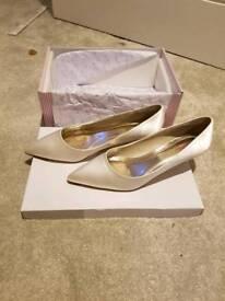 Ladies White Kitty Heels Bridal Wedding Shoes Size 6