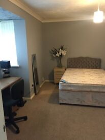 2 DOUBLE ROOMS TO RENT/B65