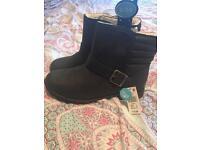 Black ladies ankle boots size 6