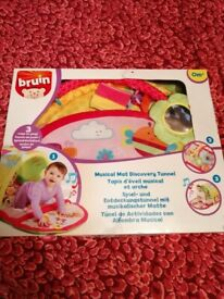 Bruin baby playmat with tunnel