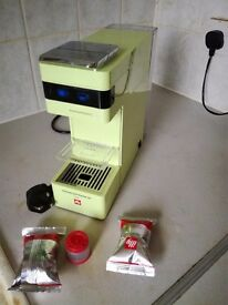 illy Y3 Coffee Capsule Machine, 1000 W, 19 Bar, (Like New), very cheap