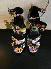 New Look flower print heels. Size 5