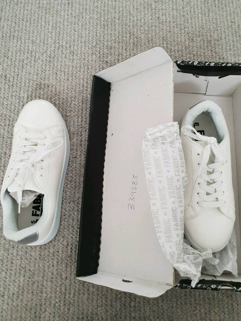 PLAIN White platform type trainers Size 5 like new!