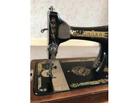 1927 Singer Sewing Machine, crank handle, beautiful decorative decals, wood case with original key