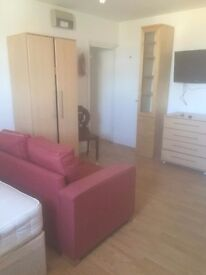 Large Studio flat on the Ladbroke Grove ; Housing Benefit welcomed