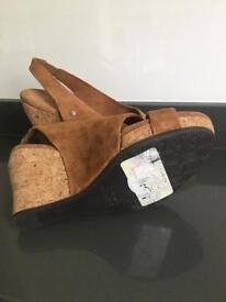 ugg sandals size3.5