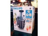 FRUIT AND VEGETABLE SMOOTHIE MAKER AND JUICER BY PHILLIPS. £35. GATESHEAD
