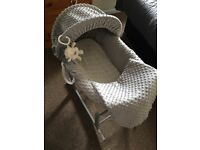 Dimple grey Moses basket with rocking stand