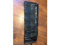 Laroc 32 Make Up Brush Set in Black Bag (New)
