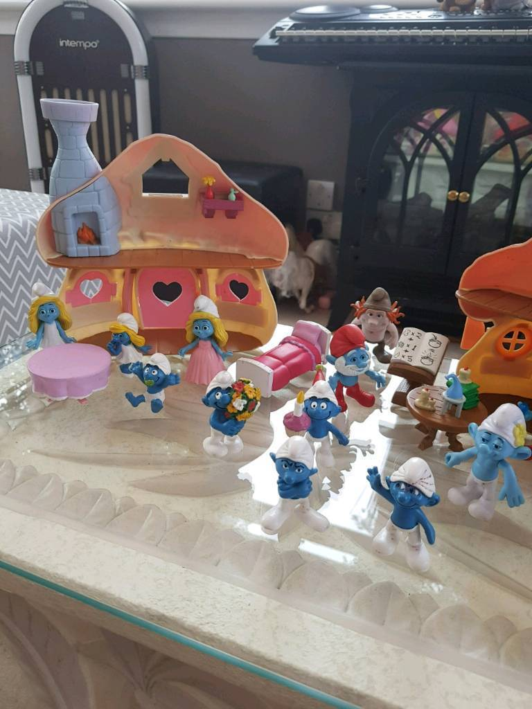 The Smurfs with 2 houses