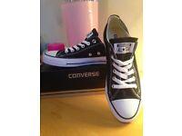New Black Converse size 6