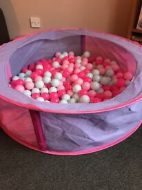 Baby ball pit in pink with 400 balls