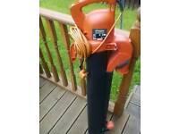 Garden leaf blower vac