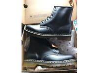 Dr Martens Boots Airwair Size 8 Black