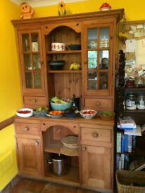 Free Country style wooden kitchen dresser