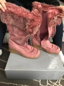 Pink boots size 4