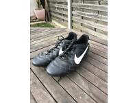 Nike Size 8.5 Football Boots