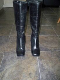 Pair of Dolcis Black Leather Boots - as new size 5 1/2 - 6