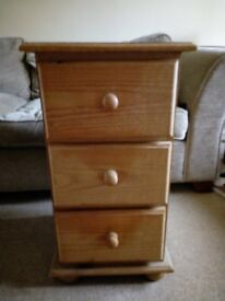 Pine bedside table, 3 drawers