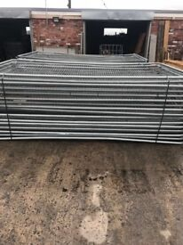 Sets / new / used round top heras fencing