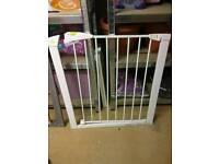 Child safety gate white