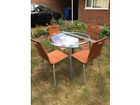 Round dinning room table and chairs for sale