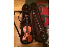 Excellent condition 3/4 Stenor Violin, Violin shoulder rest and case. Suitable for up to grade 2.