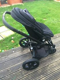 Quinny Moodd Black Frame Pushchair- All Black including footmuff