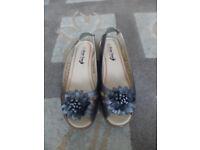 For Sale - Bronze Shoe Tree Comfort Size 5 Ladies Sandals New